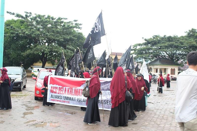 Aksi Bela Bendera Tauhid Tetap Digelar di Padangsidimpuan Meski Diguyur Hujan Sekalipun