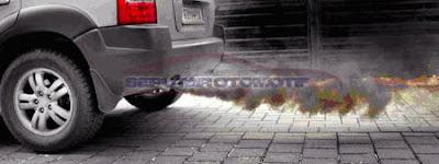 cara mengecek mesin mobil bekas lewat knalpot