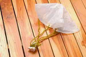 Paracaídas con bolsa plástica
