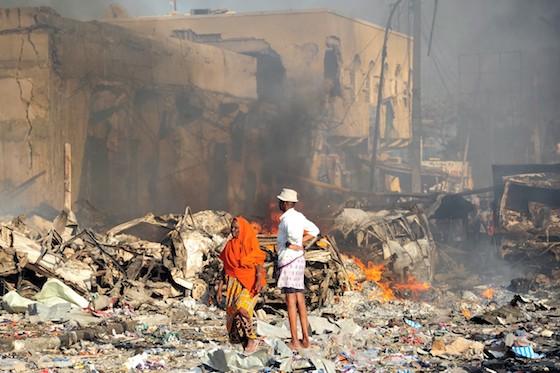 Cai a noite na Somália: mais de 600 vítimas no pior atentado ao país nesta década Ao menos 315 mortos e 300 feridos foram
