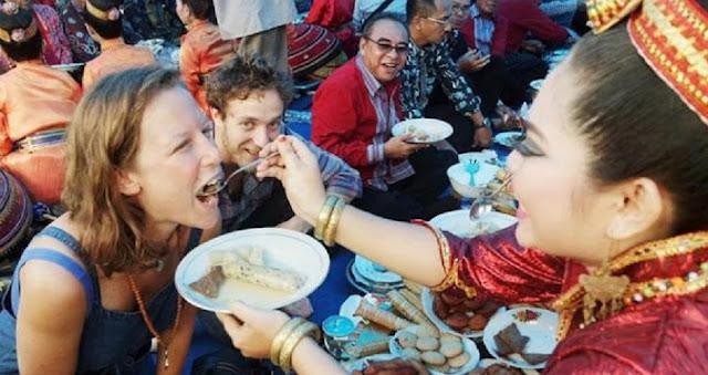 TIGA FESTIVAL BUDAYA ANDALAN SULAWESI TENGGARA