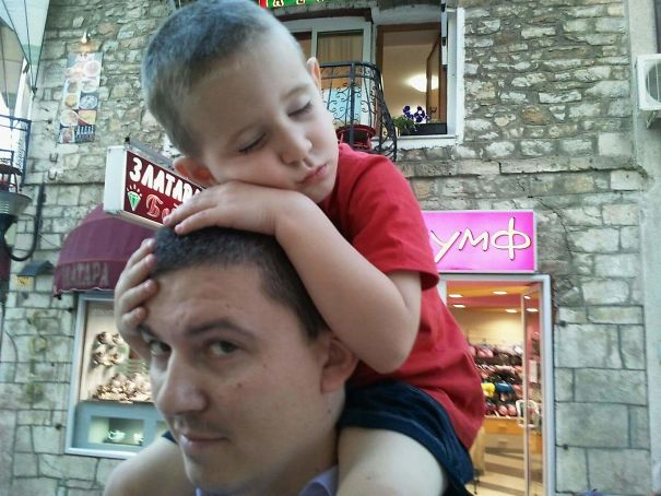 15+ Hilarious Pics That Prove Kids Can Sleep Anywhere - Napping On Daddy's Head