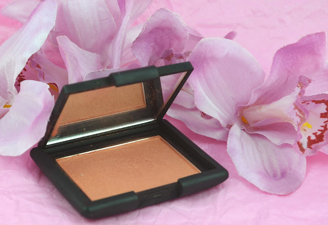 Nars - Lustre - blush - blusher - apricot - golden sheen - peach - swatch - swatches -  unblended - blended - product on - make up - cosmetics - review - powder blush
