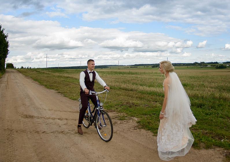 vestuvių šventė ir dviratis