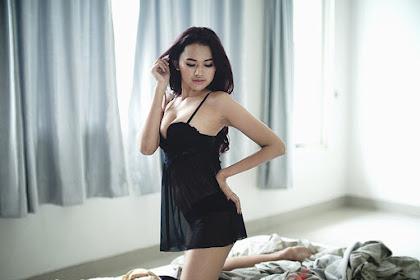 Foto Alona Safir Bodynya Sexy Banget Coy di Black Experience