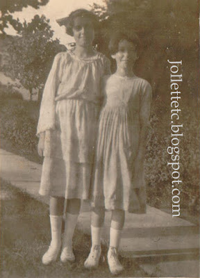 Sisters Julia and Catherine Walsh 1920  http://jollettetc.blogspot.com