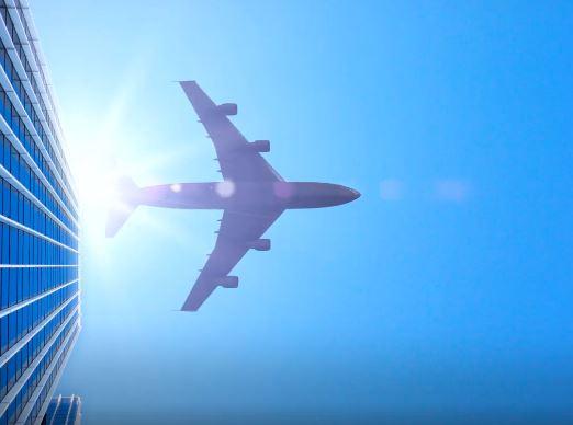 Εταιρεία πληρώνει αεροπλάνο για να μεταφέρει τους εργαζόμενους στην δουλειά!