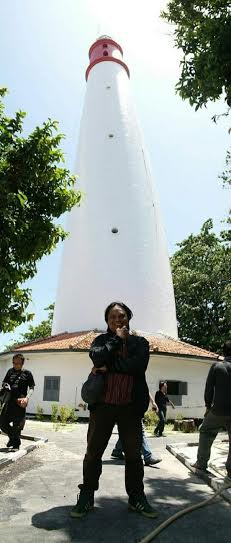 Adetruna Berlatar Mercusuar Tanjung Light House