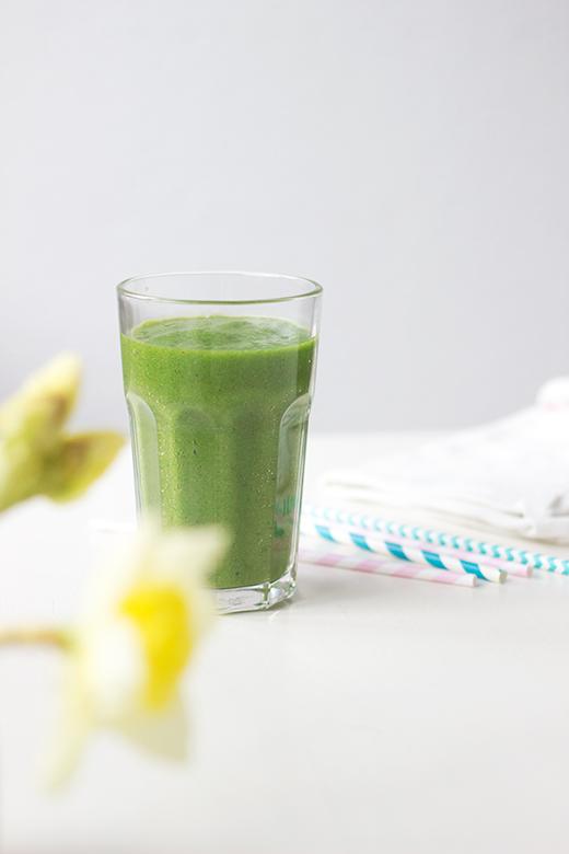 Rezept für Grüner Smoothie mit Feldsalat, Ananas, Zimt und Kurkuma. Holunderweg18