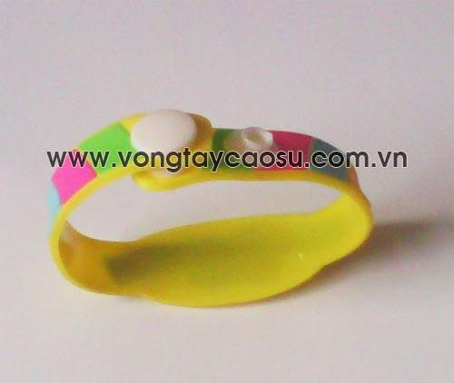 Sản xuất vòng tay cao su dành cho trẻ em