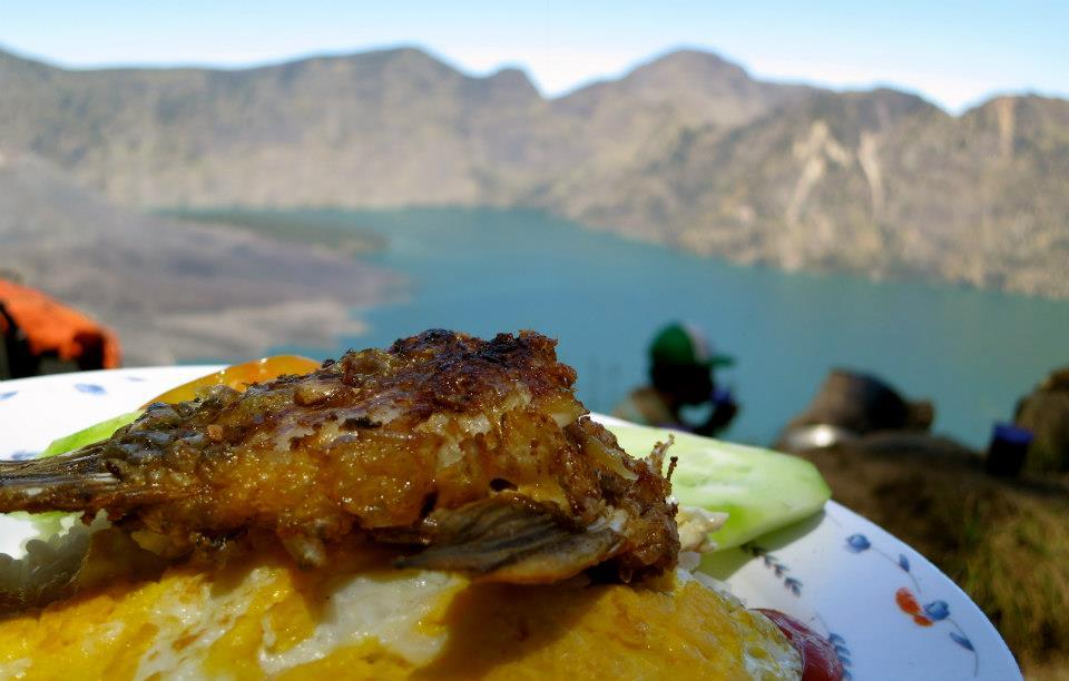 Makan Siang Plawangan Senaru 2641 meter Gunung Rinjani