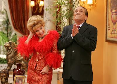 Fernandinho (Lucio Mauro) e Ofélia (Claudia Rodrigues), persoganens de 'Zorra Total', em episódio que marcou 10 anos do humorístico em julho de 2009 — Foto: Eduardo Naddar/TV Globo