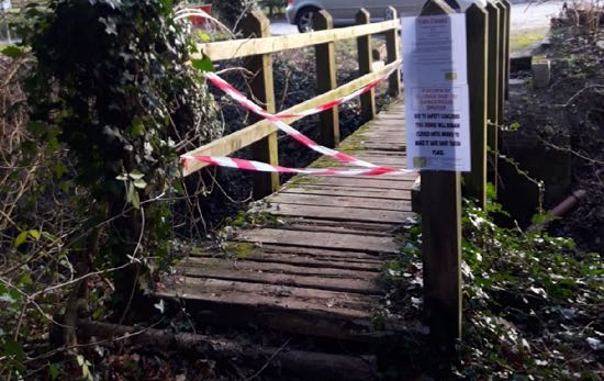 Image: The old footbridge closed in January 2019 Image courtesy of the Hertfordshire Countryside Management Service