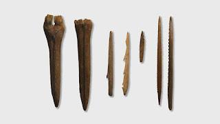 Alat-alat dari tulang binatang atau tanduk rusa