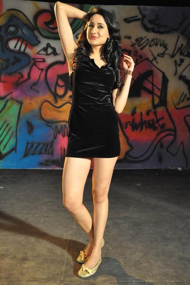 Bollywood-Indian-Celebrities-Deep-Neck-Open-Chest-Dress -3391
