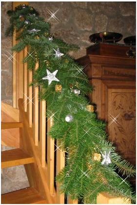 arreglos con luces navideñas para las escaleras, como decorar escaleras navideñas, como decorar las escaleras con todo tipo de adornos de navidad, adornos de navidad para escaleras, adornos navideños para escaleras, decorados navideñas para escaleras