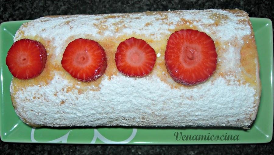 Brazo de gitano de fresas y mascarpone
