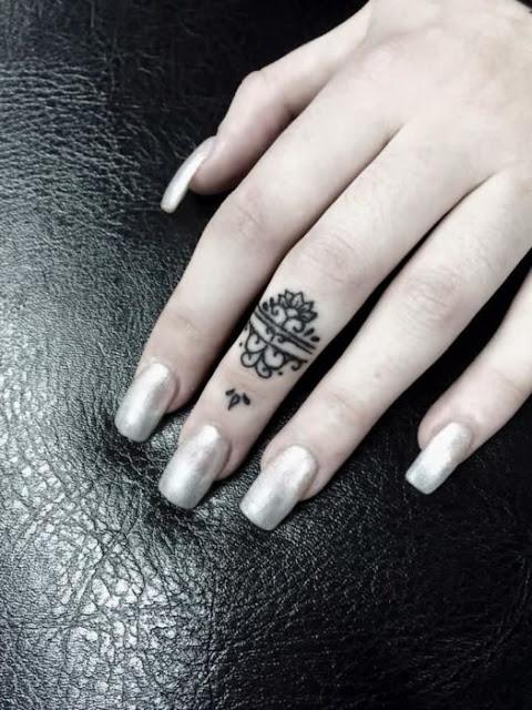 tatuagens para o dedo médio