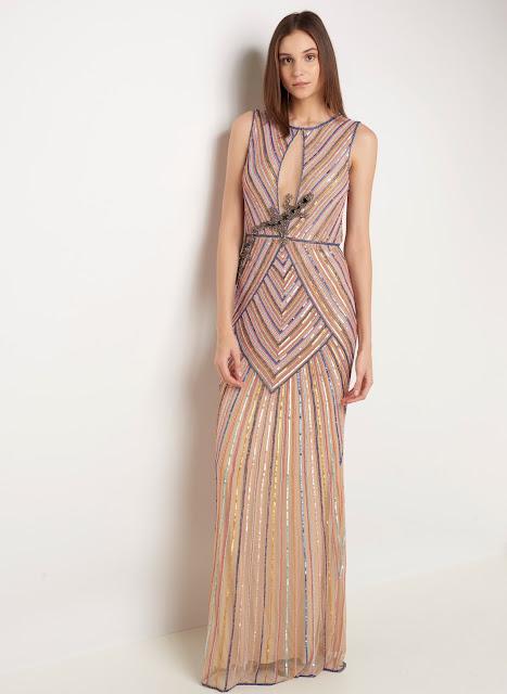 Moda Vestido longo em tecido leve com bordados aplicados modelagem justa decote redondo