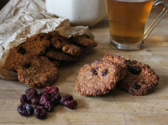 https://cuillereetsaladier.blogspot.com/2014/11/cookies-canneberges-et-puree-de.html