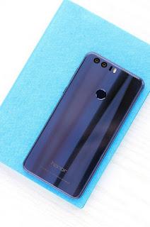 "Huawei Honor 8: Επίσημα με οθόνη 5.2"" FHD, dual κάμερα και κατασκευή από γυαλί και μέταλλο"