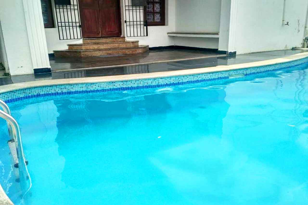 beach villa with swimming pool in ecr