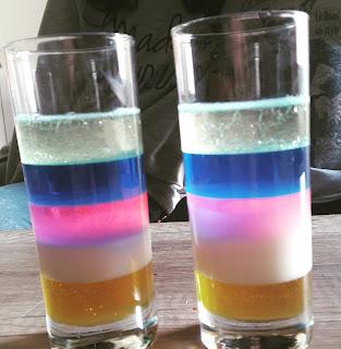 expérience facile et rapide avec enfant verre cocktail liquide densité variable