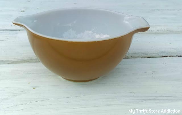 vintage Pyrex bowl 441