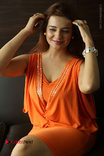 Actress Saloni Aswani Pos in Short Dress at Meelo Evaru Koteeswarudu Movie Interview  0222.JPG