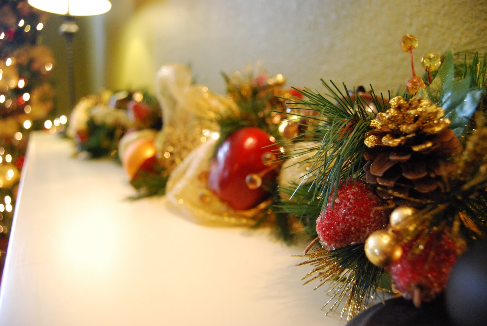 Momfessionals: Show and Tell Tuesday - Christmas Decor