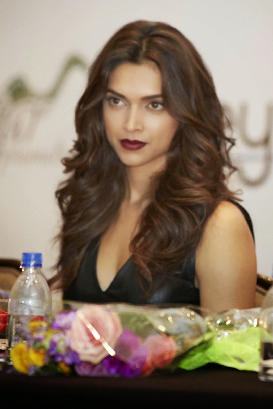 Deepika Padukone Hot Deep cleavage and Red lips HD ...