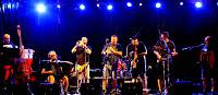https://musicaengalego.blogspot.com/2018/08/fotos-tiruleque-en-as-neves.html
