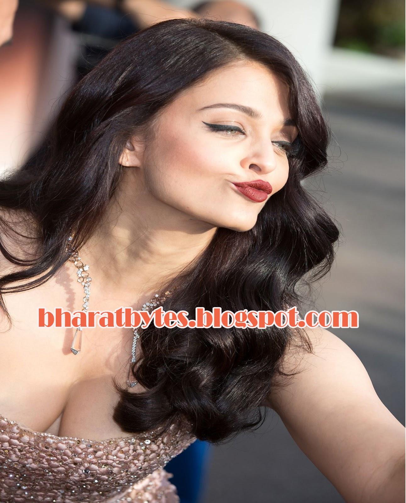 Aishwarya Boob Show 87