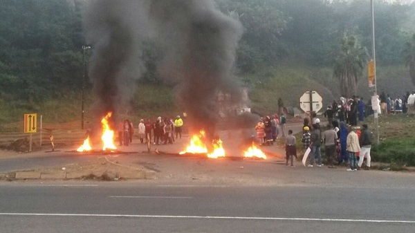 #BlackViolenceContinuesInSA: Vehicles stoned and torched by black rioters in Mount Mariah protest