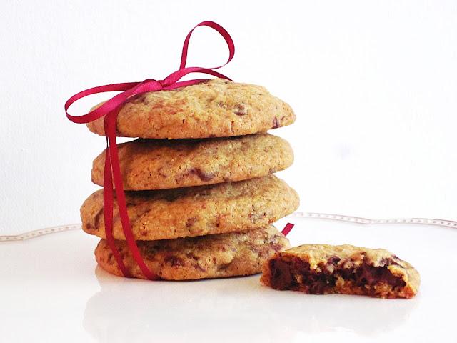 ein Stapel Schoko-Chip-Kekse