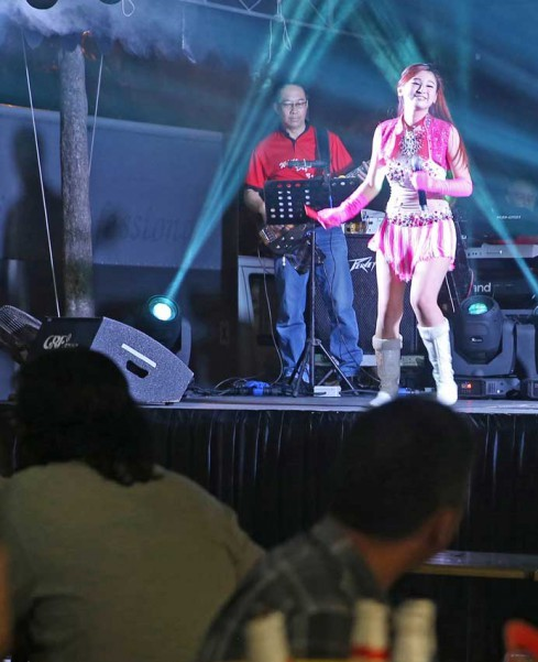 INFECTIOUS MELODIES: A getai performance at Pasir Panjang Food Centre on 20 August 2015. The writer took her 5¾-year-old son to one such free concert in a first for her family.