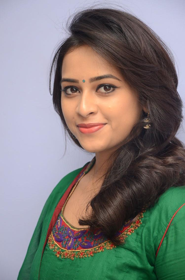 [Image: sri_divya_rayudu_movie_press_meet_stills...2%2529.jpg]