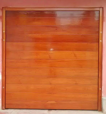 Portón de madera levadizo en San Borja