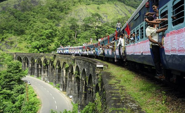 Munnnar by Train, munnar train route, munnar train tickets, munnar train station, munnar by train from bangalore, munnar by train from chennai