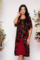 Rochie neagra de ocazie cu un croi drept cu suprapunere de material cu imprimeu floral