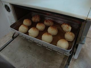 Pão de queijo recheado