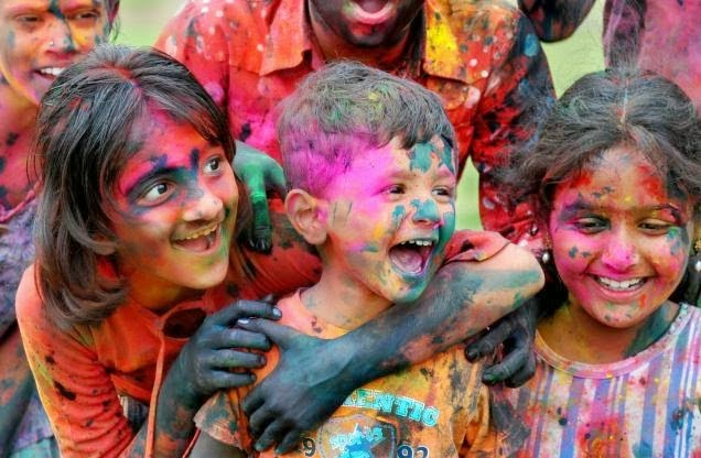 Happy Holi 2015 Cute Little Kids Pictures Free Download