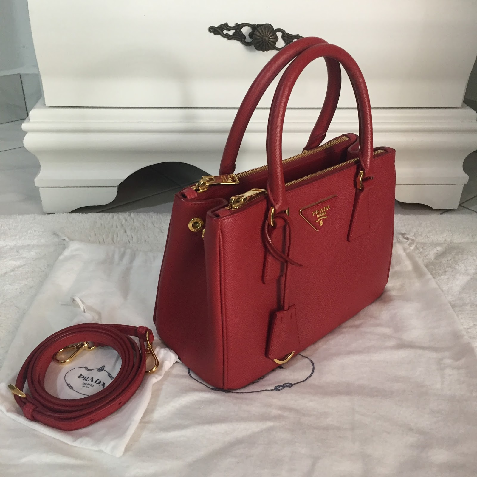 f62b1ab3066 B e e B a a C L O S E T  Prada Galleria Saffiano Leather Bag (Pre-loved)