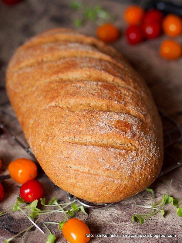 chleb razowy, chleb domowy, domowa piekarnia, maka pelnoziarnista, grahamek, bochenek chleba razowego, razowiec, chleb codzienny, upiecz sobie chleb, pieczenie chleba, chleb na drozdzach