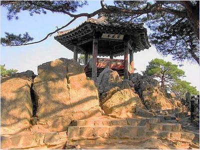 ผาดอกไม้ร่วง - ป้อมพูโซซานซอง (Busosanseong Fortress)
