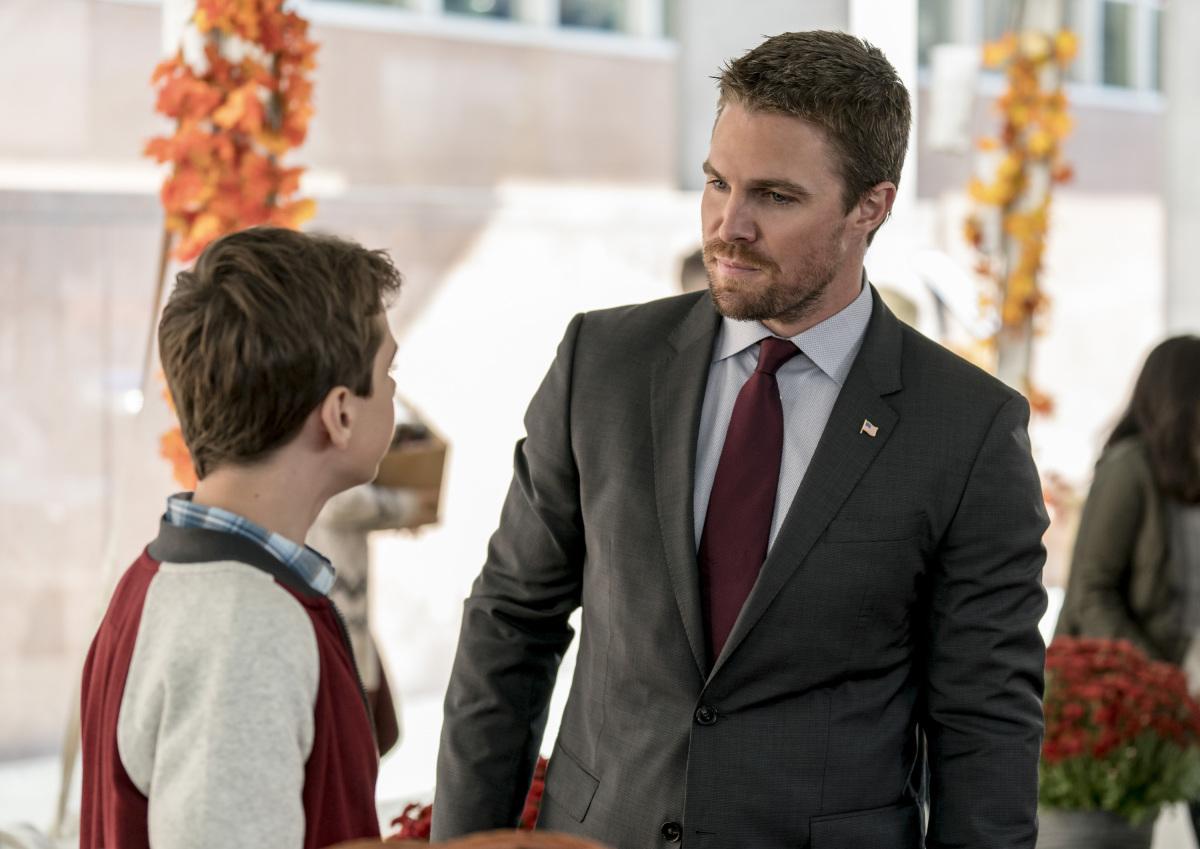 Stephen Amell y Jack Moore en Arrow de CW