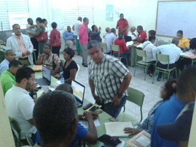 Maestros entregan evidencias laborales; seccional ADP llama a no iniciar nuevo año escolar si no hay pago.