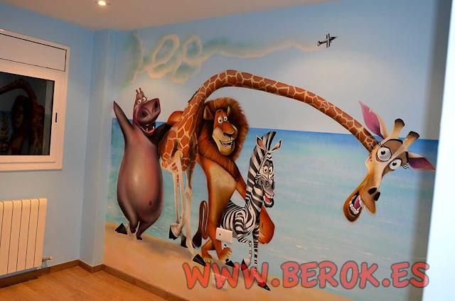 Graffitis infantiles de la película de Madagascar en habitación de Leo