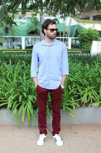Look Masculina com Calça Bordô e Adidas Star