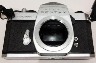 Pentax Spotmatic tanpa lensa